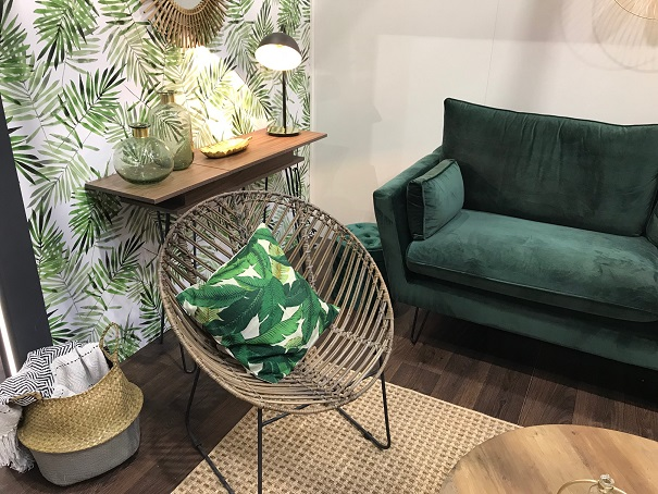 Très joli fauteuil en rotin à la Foire de Paris