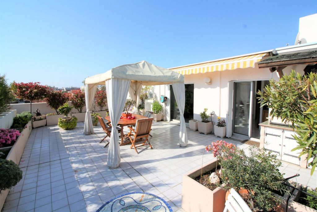 4 PIECES 130m² + TERRASSE 70m² ET GARAGE